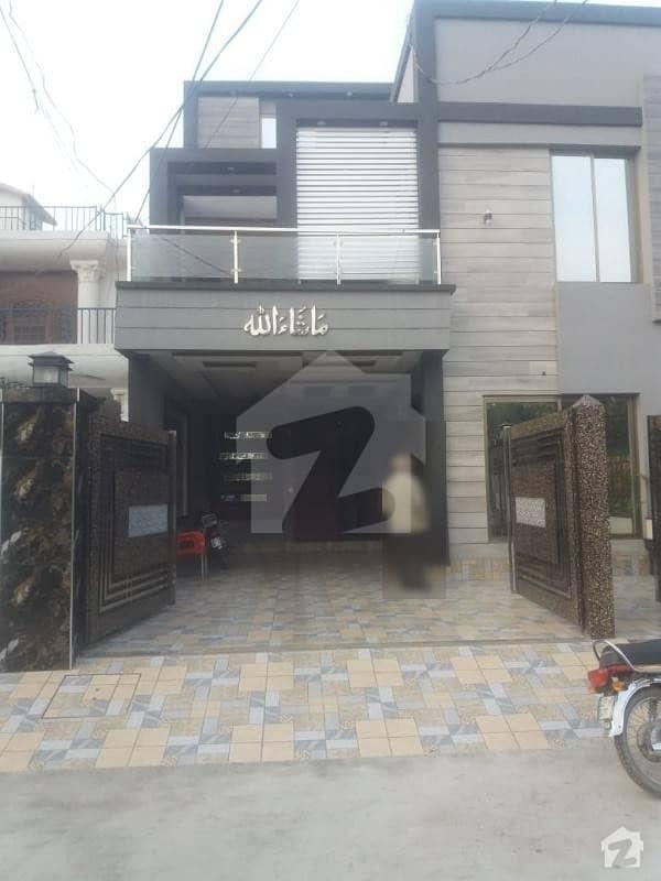 جوہر ٹاؤن لاہور میں 5 کمروں کا 10 مرلہ مکان 2.7 کروڑ میں برائے فروخت۔