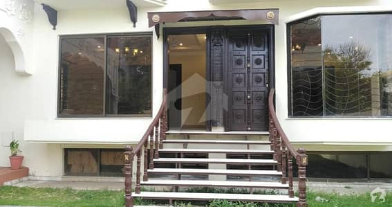 Renovated Triple Storey 5 Bedrooms House Available For Rent