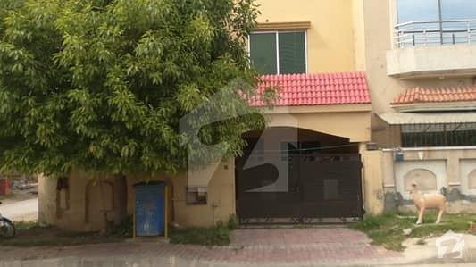 بحریہ ٹاؤن فیز 8 ۔ علی بلاک بحریہ ٹاؤن فیز 8 ۔ سفاری ویلی بحریہ ٹاؤن فیز 8 بحریہ ٹاؤن راولپنڈی راولپنڈی میں 3 کمروں کا 5 مرلہ مکان 1.05 کروڑ میں برائے فروخت۔