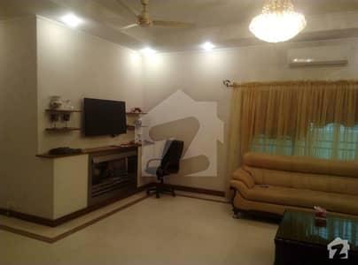 گارڈن ٹاؤن مین بلیوارڈ گارڈن ٹاؤن لاہور میں 5 کمروں کا 1 کنال مکان 5 کروڑ میں برائے فروخت۔