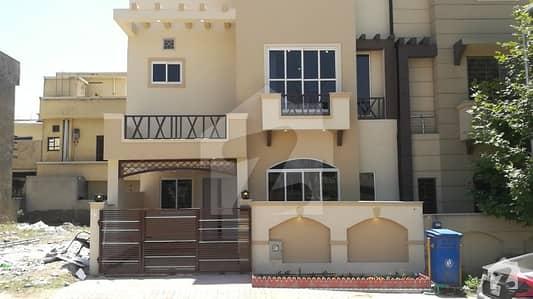 بحریہ ٹاؤن فیز 8 ۔ سفاری ویلی بحریہ ٹاؤن فیز 8 بحریہ ٹاؤن راولپنڈی راولپنڈی میں 3 کمروں کا 5 مرلہ مکان 1.16 کروڑ میں برائے فروخت۔