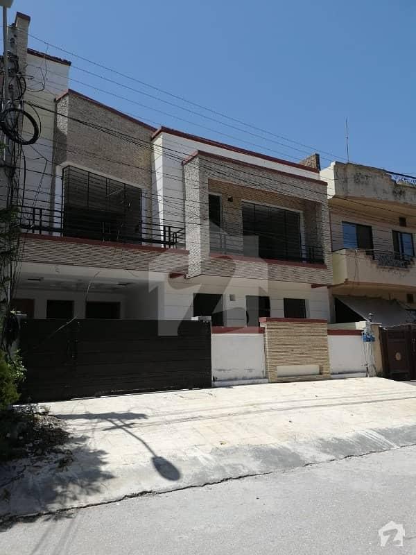 مارگلہ ٹاؤن اسلام آباد میں 4 کمروں کا 8 مرلہ مکان 3.25 کروڑ میں برائے فروخت۔