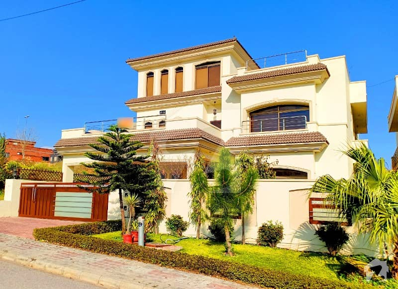1 Kanal Solid Constructed House Available For Sale