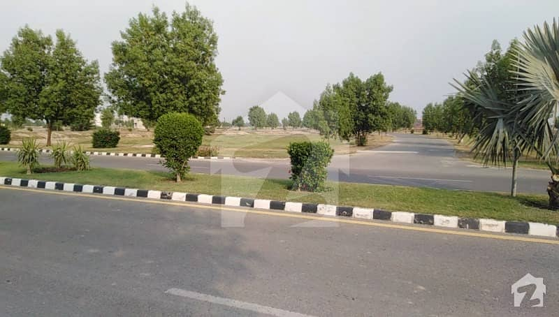 لیک سٹی ۔ سیکٹر ایم ۔ 1 لیک سٹی رائیونڈ روڈ لاہور میں 5 کمروں کا 12 مرلہ مکان 75 ہزار میں کرایہ پر دستیاب ہے۔