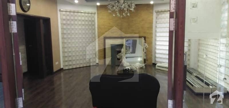 مال آف لاہور عزیز بھٹی روڈ کینٹ لاہور میں 3 کمروں کا 14 مرلہ فلیٹ 5 کروڑ میں برائے فروخت۔