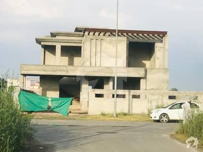 ڈی ایچ اے فیز 8 - بلاک ایس فیز 8 ڈیفنس (ڈی ایچ اے) لاہور میں 5 کمروں کا 1 کنال مکان 2.65 کروڑ میں برائے فروخت۔