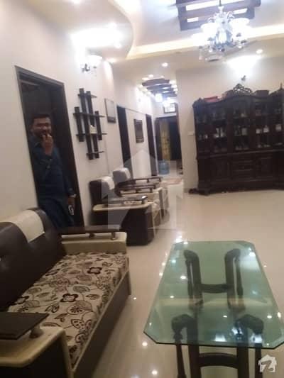 رائل رسدنکے گلشنِ اقبال ٹاؤن کراچی میں 4 کمروں کا 10 مرلہ فلیٹ 2 کروڑ میں برائے فروخت۔
