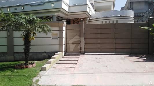 حیات آباد فیز 1 - ای1 حیات آباد فیز 1 حیات آباد پشاور میں 7 کمروں کا 1.1 کنال مکان 6.2 کروڑ میں برائے فروخت۔