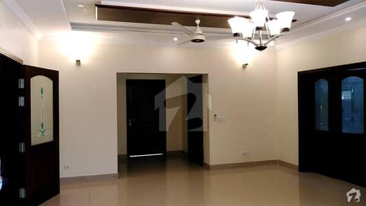 ایف ۔ 7/3 ایف ۔ 7 اسلام آباد میں 6 کمروں کا 1.33 کنال مکان 6 لاکھ میں کرایہ پر دستیاب ہے۔