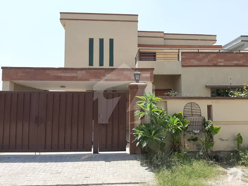 14 Marla Corner House available for rent near Kalma chowk Gulberg PAF Falcon Lahore