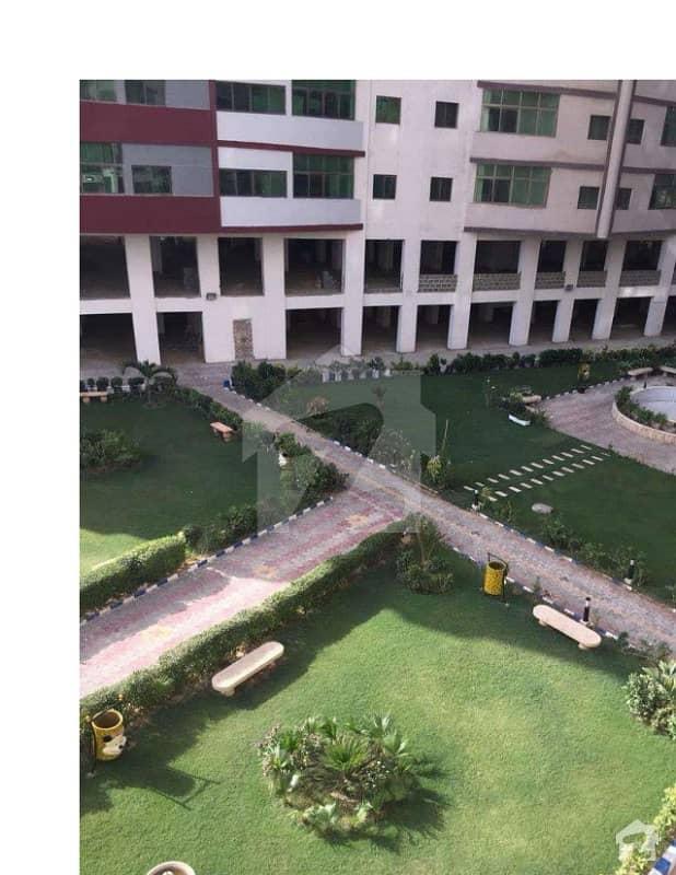 صنوبر ٹوِن ٹاور سعدی روڈ کراچی میں 3 کمروں کا 8 مرلہ فلیٹ 35 ہزار میں کرایہ پر دستیاب ہے۔