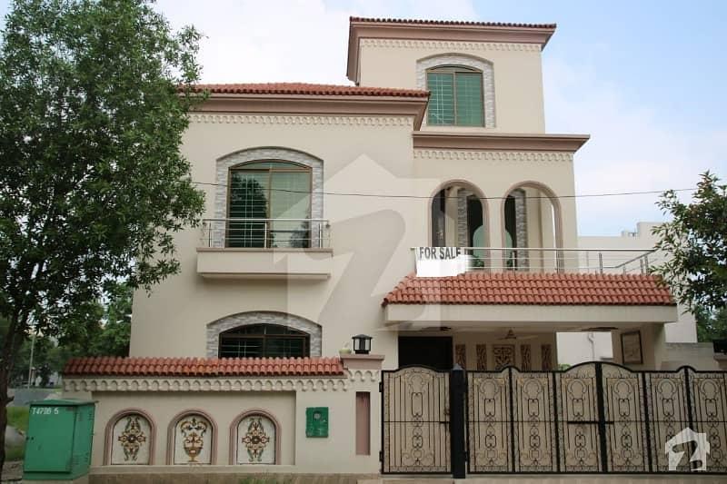 بحریہ ٹاؤن اقبال بلاک بحریہ ٹاؤن سیکٹر ای بحریہ ٹاؤن لاہور میں 5 کمروں کا 10 مرلہ مکان 1.99 کروڑ میں برائے فروخت۔