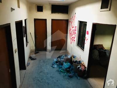 شادمان ون شادمان لاہور میں 1 کمرے کا 5 مرلہ کمرہ 12 ہزار میں کرایہ پر دستیاب ہے۔