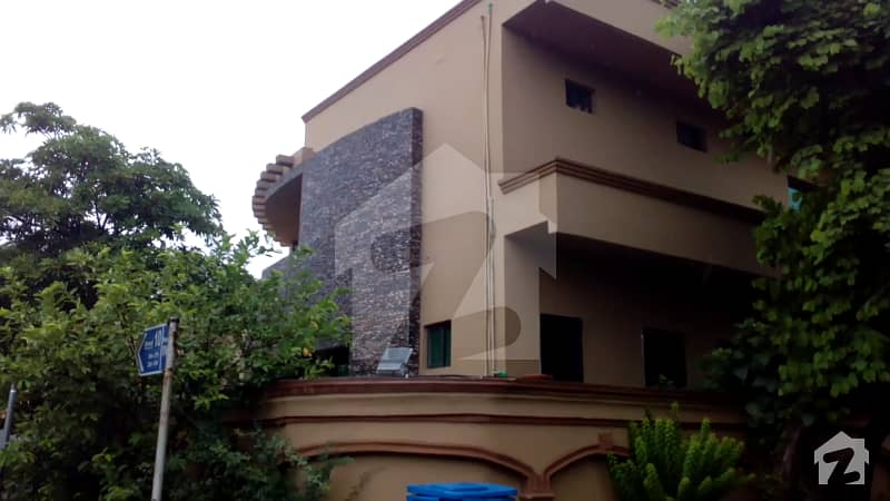 Excellent Corner Located Triple Storey Duplex Constructed House Sale Near Civic Centre In Bahria Town Phase Iv
