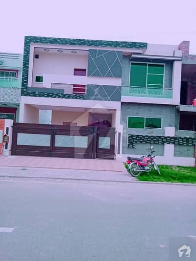 10 Marla Beautiful Architecture House For Sale With Solid Construction Very Near To Main Boulevard And Park