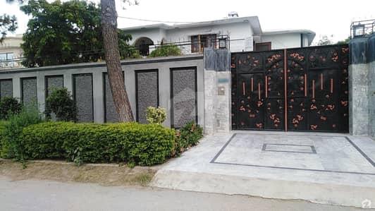 حیات آباد فیز 2 حیات آباد پشاور میں 6 کمروں کا 2 کنال مکان 8 کروڑ میں برائے فروخت۔