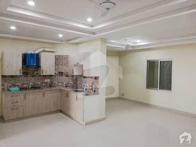 گلبرگ ٹریڈ سینٹر گلبرگ گرینز گلبرگ اسلام آباد میں 2 کمروں کا 4 مرلہ فلیٹ 70 لاکھ میں برائے فروخت۔