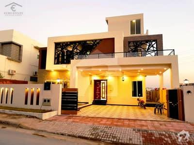 بحریہ ٹاؤن اسلام آباد میں 5 کمروں کا 1 کنال مکان 4.6 کروڑ میں برائے فروخت۔