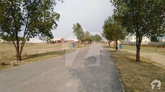 1 Kanal Plot Near To Park And Main Boulevard On Prime Location