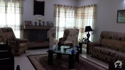 1 Kanal Beautiful House Near to Park Available for Rent