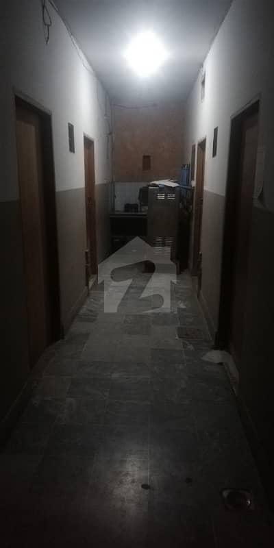 فردوس مارکیٹ گلبرگ لاہور میں 1 کمرے کا 0.36 مرلہ کمرہ 9 ہزار میں کرایہ پر دستیاب ہے۔