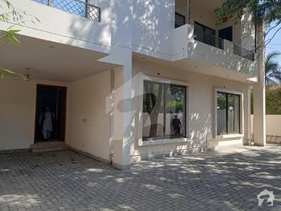 گلبرگ 2 گلبرگ لاہور میں 4 کمروں کا 1.22 کنال مکان 2.25 لاکھ میں کرایہ پر دستیاب ہے۔