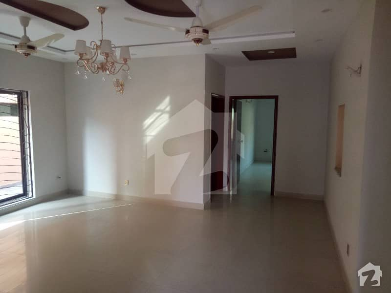10 Marla New Beautiful Flat Available For Rent In Lahore