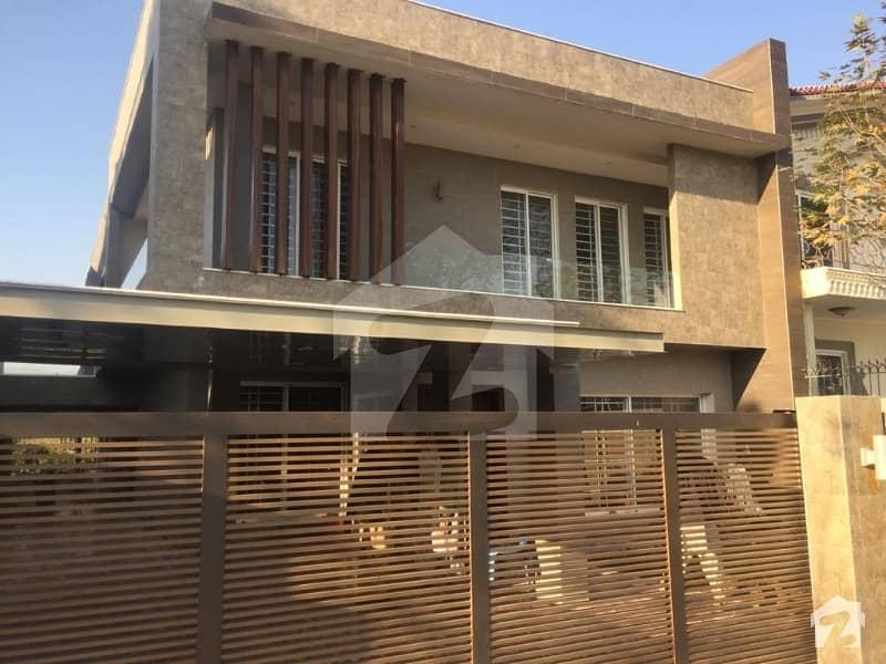 ایف ۔ 10/4 ایف ۔ 10 اسلام آباد میں 2 کنال مکان 11 کروڑ میں برائے فروخت۔