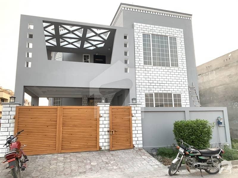 ایفل ٹاؤن منڈی بہاؤالدین میں 5 کمروں کا 10 مرلہ مکان 2.25 کروڑ میں برائے فروخت۔