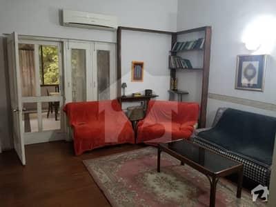 گلبرگ 5 گلبرگ لاہور میں 2 کمروں کا 8 مرلہ بالائی پورشن 75 ہزار میں کرایہ پر دستیاب ہے۔