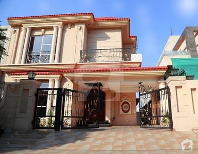 ڈی ایچ اے فیز 6 - بلاک ڈی فیز 6 ڈیفنس (ڈی ایچ اے) لاہور میں 4 کمروں کا 10 مرلہ مکان 3.1 کروڑ میں برائے فروخت۔