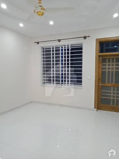 سی بی آر ٹاؤن فیز 1 - بلاک سی سی بی آر ٹاؤن فیز 1 سی بی آر ٹاؤن اسلام آباد میں 6 کمروں کا 12 مرلہ مکان 3 کروڑ میں برائے فروخت۔