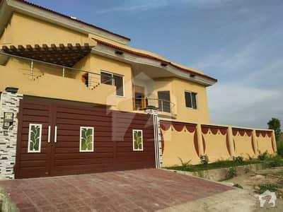 ڈی ۔ 18 اسلام آباد میں 10 کمروں کا 1.2 کنال مکان 3.1 کروڑ میں برائے فروخت۔