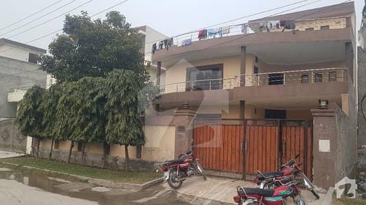 خدا بخش کالونی کینٹ لاہور میں 6 کمروں کا 1 کنال مکان 2.5 کروڑ میں برائے فروخت۔