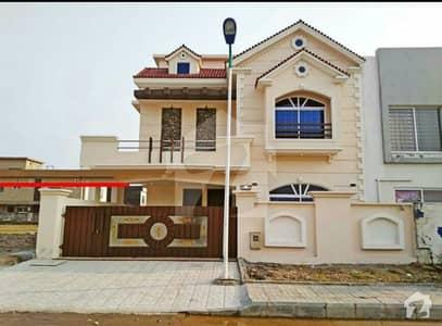 بحریہ ٹاؤن فیز 8 ۔ بلاک ڈی بحریہ ٹاؤن فیز 8 بحریہ ٹاؤن راولپنڈی راولپنڈی میں 5 کمروں کا 12 مرلہ مکان 2.5 کروڑ میں برائے فروخت۔
