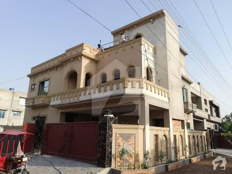 نشیمنِ اقبال فیز 2 نشیمنِ اقبال لاہور میں 6 کمروں کا 10 مرلہ مکان 1.72 کروڑ میں برائے فروخت۔
