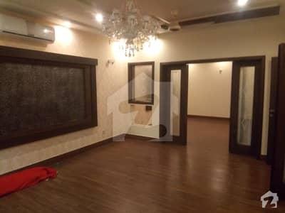 مسلم ٹاؤن لاہور میں 5 کمروں کا 1 کنال مکان 6.5 کروڑ میں برائے فروخت۔