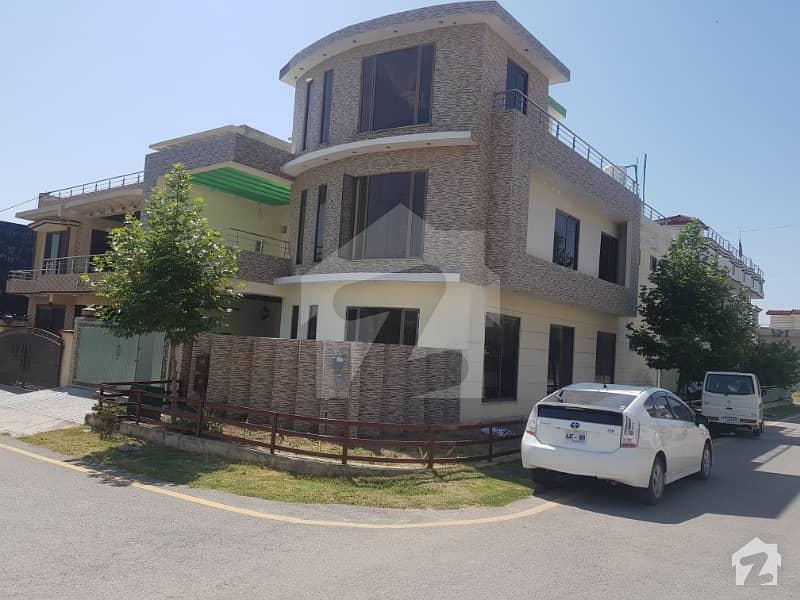 10 Marla Corner House For Sale