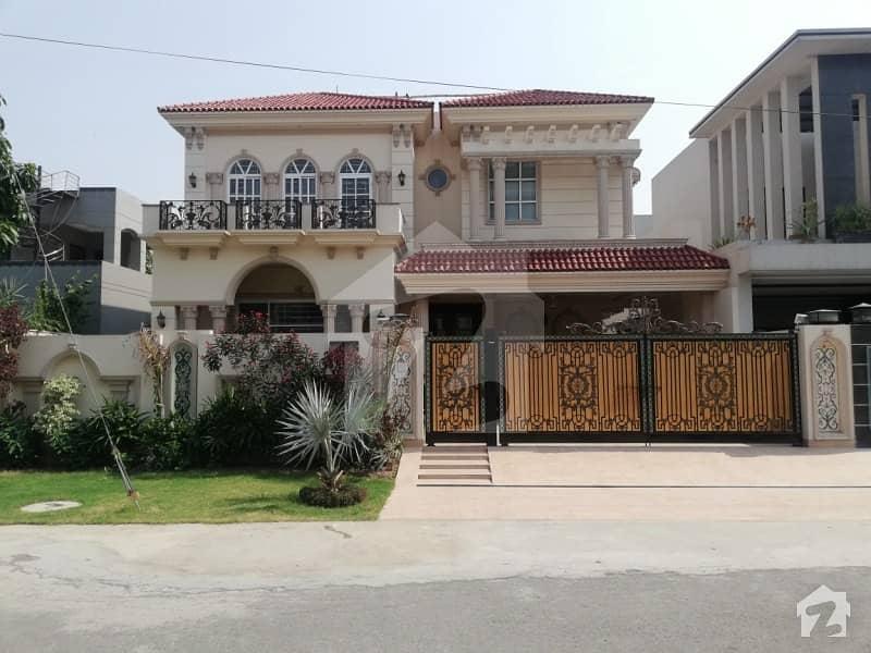 اسٹیٹ لائف ہاؤسنگ فیز 1 اسٹیٹ لائف ہاؤسنگ سوسائٹی لاہور میں 5 کمروں کا 1 کنال مکان 4 کروڑ میں برائے فروخت۔