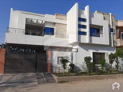 در - ul - احسان اوکاڑہ میں 12 کمروں کا 1 کنال مکان 3 کروڑ میں برائے فروخت۔
