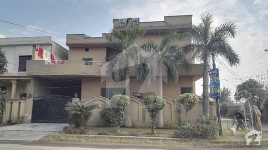 Very Hot Location 5 Bed Room's  10 Marla Corner Commercial Use House For Sale