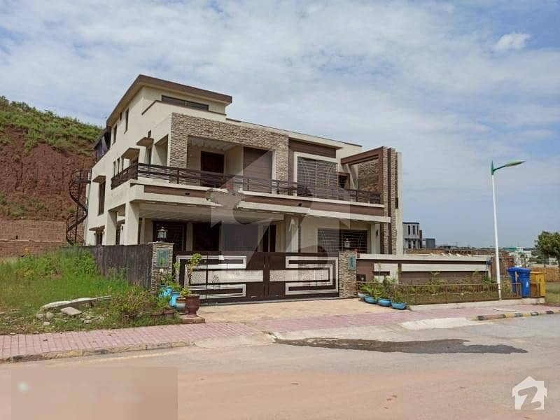 Bahria Town Islamabad Rawalpindi 1 Kanal Furnished  Designer House With Proper 5beds With Attached Baths Out Class Location Near To Park And Commercial Area