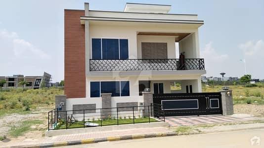 بحریہ ٹاؤن فیز 8 بحریہ ٹاؤن راولپنڈی راولپنڈی میں 5 کمروں کا 12 مرلہ مکان 2.65 کروڑ میں برائے فروخت۔