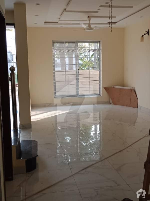ڈی ایچ اے فیز 5 - بلاک بی فیز 5 ڈیفنس (ڈی ایچ اے) لاہور میں 3 کمروں کا 5 مرلہ مکان 55 ہزار میں کرایہ پر دستیاب ہے۔