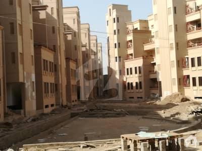 جناح ایونیو کراچی میں 3 کمروں کا 7 مرلہ فلیٹ 1.3 کروڑ میں برائے فروخت۔
