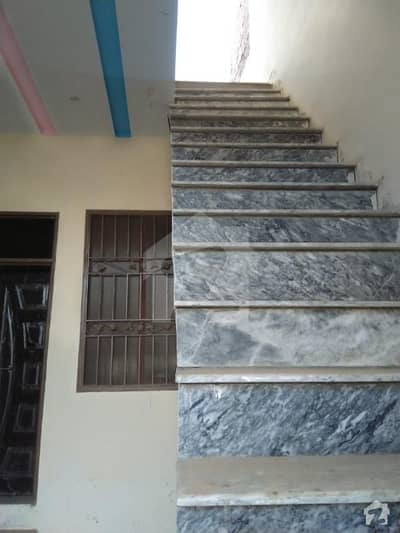 ایم اے جناح روڈ ملتان میں 5 کمروں کا 4 مرلہ مکان 20 ہزار میں کرایہ پر دستیاب ہے۔