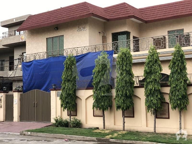 کینال بینک ہاؤسنگ سکیم لاہور میں 7 کمروں کا 1 کنال مکان 4.35 کروڑ میں برائے فروخت۔