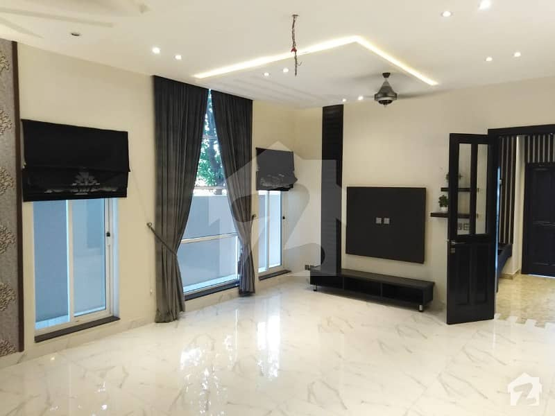 بحریہ ٹاؤن جاسمین بلاک بحریہ ٹاؤن سیکٹر سی بحریہ ٹاؤن لاہور میں 5 کمروں کا 10 مرلہ مکان 69 ہزار میں کرایہ پر دستیاب ہے۔