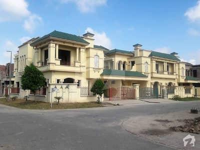 رائل آرچرڈ ملتان پبلک سکول روڈ ملتان میں 4 کمروں کا 8 مرلہ مکان 1.35 کروڑ میں برائے فروخت۔
