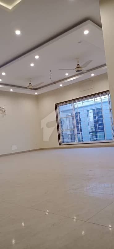 پی آئی اے ہاؤسنگ سکیم ۔ بلاک سی پی آئی اے ہاؤسنگ سکیم لاہور میں 3 کمروں کا 1 کنال بالائی پورشن 65 ہزار میں کرایہ پر دستیاب ہے۔